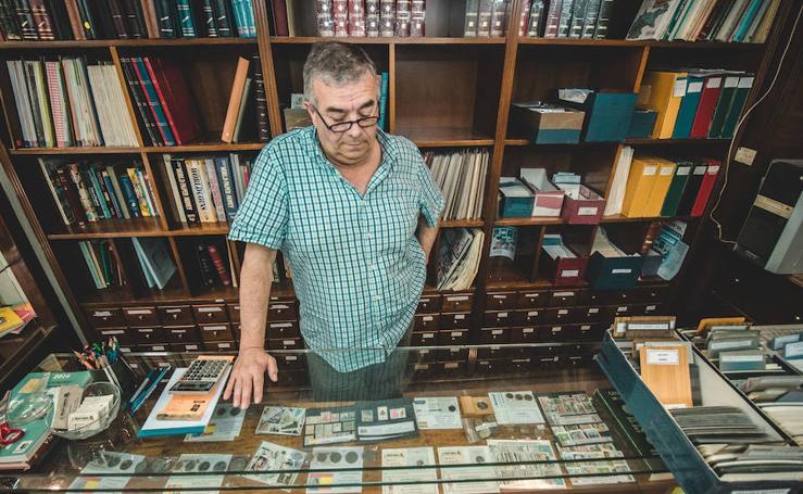 Juan Montaner, filatélico