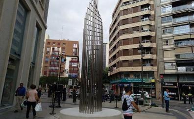 Una escultura de Alfaro en la calle Colón de Valencia