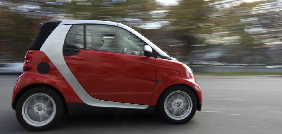 Dos empresas plantean al Ayuntamiento de Valencia el permiso para alquilar coches en la calle