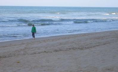 Un rayo alcanza a dos personas en la playa de Bellreguard