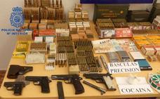 Detienen a un padre y a un hijo por tener un depósito ilegal de armas, narcotráfico y violencia de género