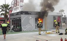 La explosión de varias baterías causa un incendio en la Marina de Valencia