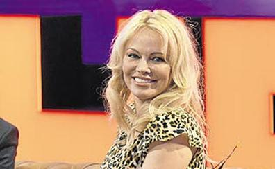 Pamela Anderson rompe con el exjugador del Valencia y el Sevilla Adil Rami
