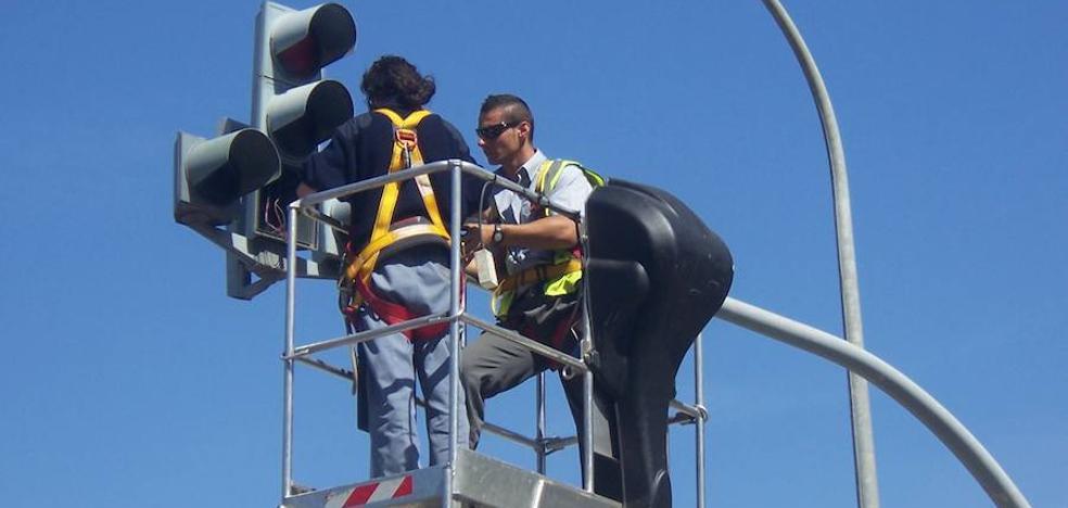 La caída del sistema de regulación semafórica desata el caos en los accesos a Valencia