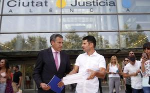 Un juez de Valencia llevará la demanda de paternidad contra Julio Iglesias