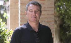Robert Fernández: «Hay miles de anécdotas e imágenes que descubrir en este libro sobre el Valencia»