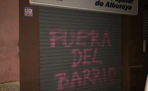 La sede del PP de Alboraya amanece con pintadas