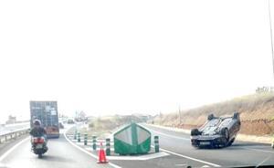 Un coche volcado en Picanya provoca atascos en la entrada a Valencia por la CV-36