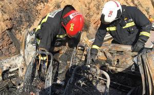 Dos personas mueren quemadas al volcar su coche e incendiarse en la AP-7