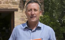 Emilio Fenoll: «Cuando veo libros así pienso: '¿Todo esto lo hemos hecho nosotros por el Valencia?'»