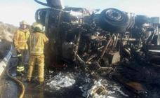 El incendio de un camión en la A-31 deja un bombero herido