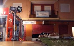 Medio centenar de desalojados en sendos incendios en un local de kebabs de Mislata y una casa de Paterna