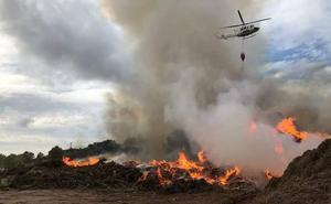 Continúa activo el incendio en el ecoparque de Benissa que afecta a unos 4.000 metros cuadrados