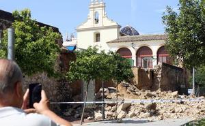 Las fuertes tormentas dejan hasta 120 l/m2 en Pedralba y derriban el muro del Patio de Los Silos de Burjassot