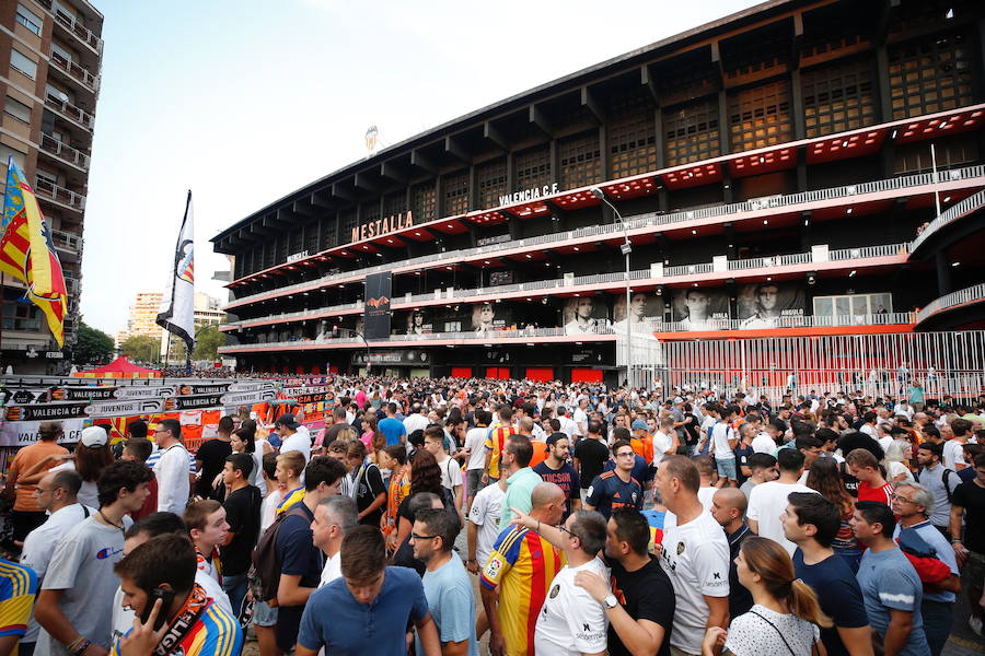 Fotos del ambiente antes del Valencia-Juventus