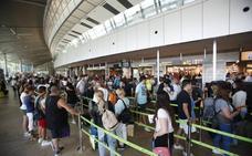 Un hombre llevaba escondidos tres kilos de cocaína en su maleta en el aeropuerto de Valencia