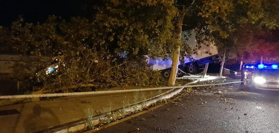 Detenido un camionero por sextuplicar la tasa de alcohol tras sufrir un accidente en el bulevar norte de Valencia