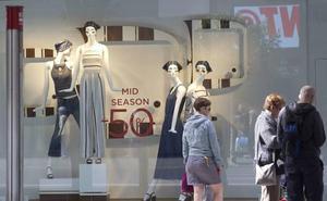 Proponen que los comercios cobren por probarse ropa en las tiendas