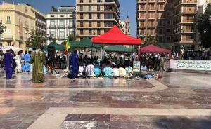 Rezos islámicos en la plaza de la Virgen