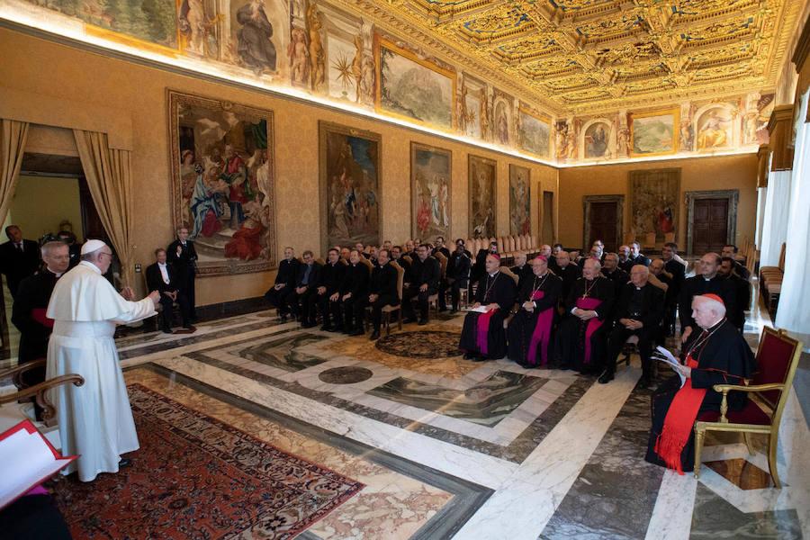 El papa Francisco recibe al arzobispo de Valencia