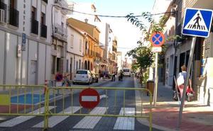 La reparación de desperfectos en la calzada de Colón obliga a Dénia a cerrar otra vez la calle