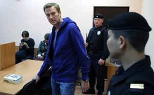 Navalni es detenido de nuevo nada más salir de la cárcel y condenado a otros 20 días