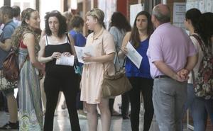 La graduación de cinco mil docentes cada año satura la profesión