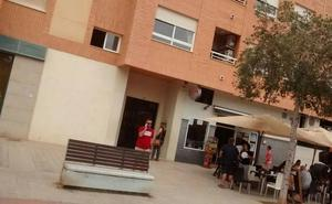 El crimen consterna a los vecinos de la calle Río Adra de Castellón