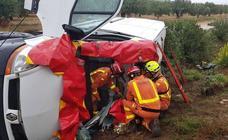 Una mujer queda atrapada en su furgoneta tras un accidente de tráfico en Moixent