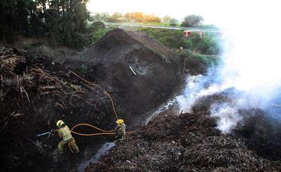 Concluyen las labores de extinción del incendio en la planta de compostaje de Dénia tras afectar a 500 metros cuadrados