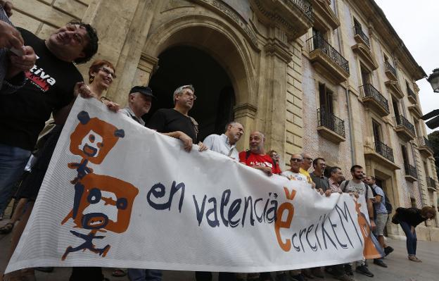 ESCOLA VALENCIANA RECIBE CASI 2 MILLONES DE EUROS DE CATALUÑA DESDE 2005