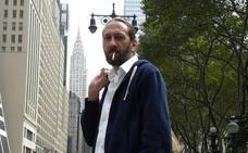 El iconoclasta Miguel Adrover gana el Premio Nacional de Diseño de Moda
