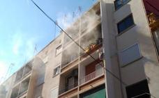 Una anciana sufre quemaduras en el incendio de su casa en Valencia