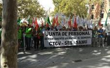 Sanitarios del Hospital General protestan ante Sanidad por las «diminutas» bases de ambulancias