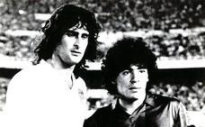 Kempes, Maradona y debut de oro en Old Trafford