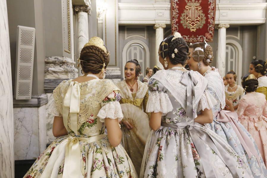 Las cortes de honor ensayan la proclamación de las falleras mayores de Valencia 2019