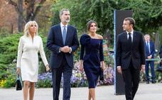 Los Reyes de España visitan la exposición de Miró en París