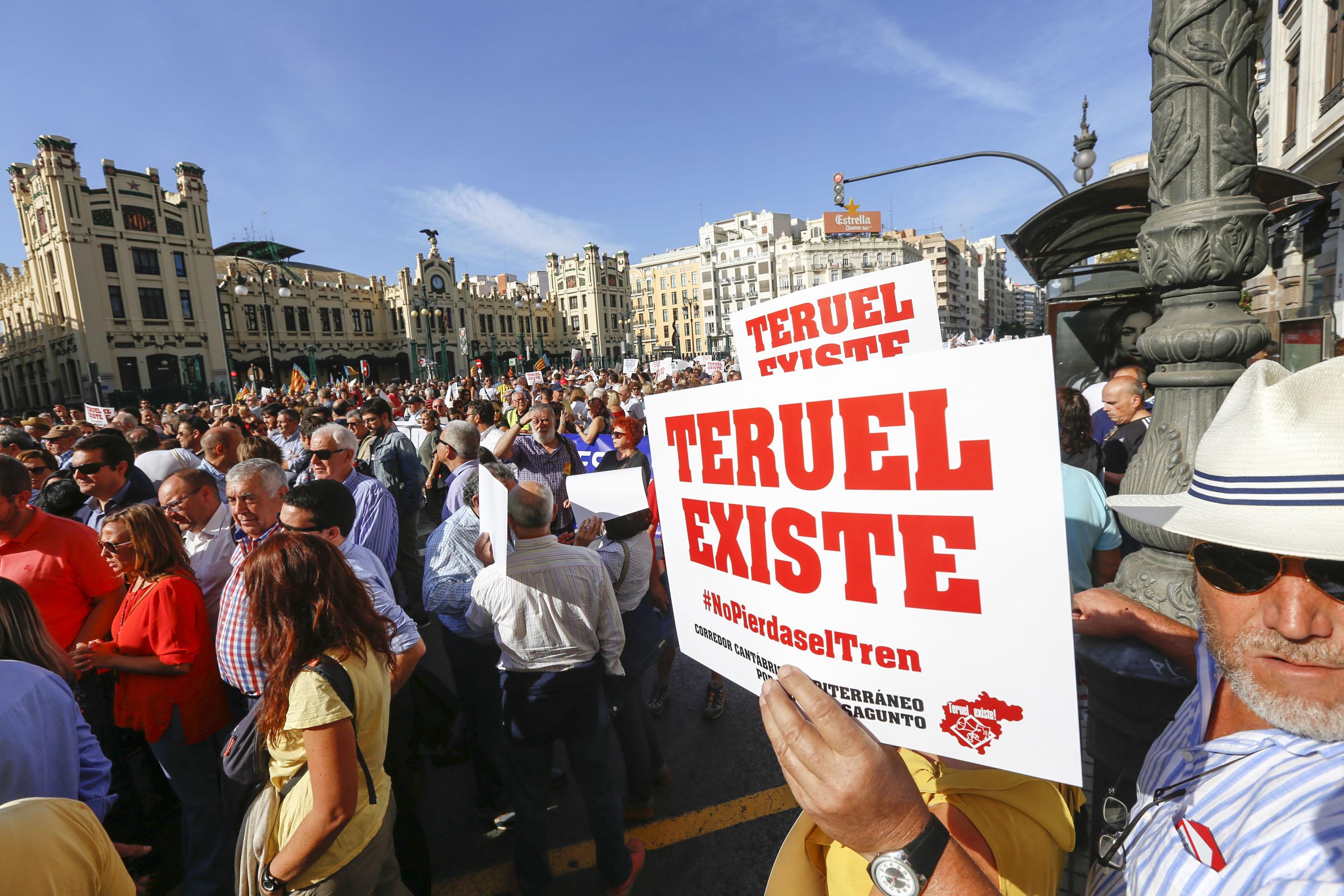 Manifestación por el Corredor Cantábrico-Mediterráneo en Valencia
