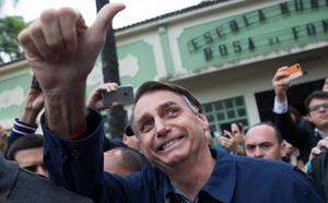 El ultraderechista Bolsonaro gana las elecciones brasileñas pero deberá ir a una segunda vuelta