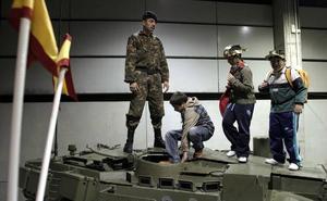 Más de 60 entidades reclaman al Ayuntamiento que no invite al Ejército a Expojove