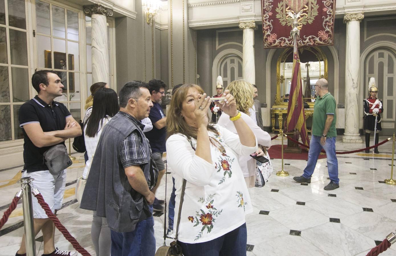 Fotos de la exposición de la Reial Senyera en el Ayuntamiento de Valencia