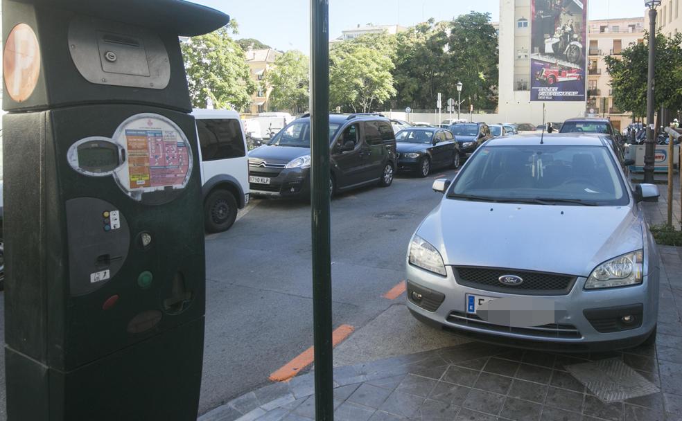 La zona verde para aparcar no contenta a nadie en valencia