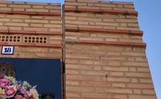 Ciudadanos de Burjassot denuncia muros desplazados y destrozos en el cementerio