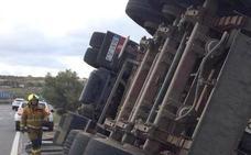 Un camión vuelca en la N-332 entre Teulada y Benissa