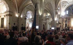 Aplausos a la Senyera de Lo Rat Penat en La Catedral de Valencia