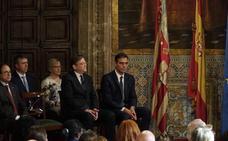 Sánchez no se compromete ni con las inversiones ni con la financiación