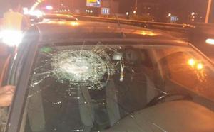 Apedrean ocho coches cuando circulaban de noche por la pista de Ademuz