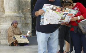 Vecinos del centro de Valencia alertan de mafias que usan a inmigrantes para mendigar