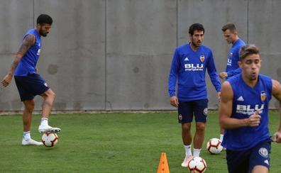 Marcelino aprieta a sus jugadores en el último entrenamiento de la semana