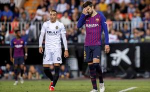 La Liga denuncia los cánticos de la Curva Nord contra Piqué en Mestalla